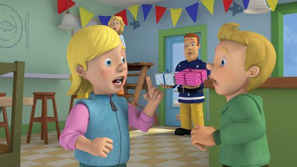 Sarah und James streiten über den Ablauf ihrer Geburtstagsparty. | Rechte: KiKA/2014 Prism Art & Design Limited