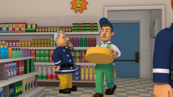 Mike holt die große Käserolle für das Pontypandy-Käsewettrollen. | Rechte: KiKA/2014 Prism Art & Design Limited