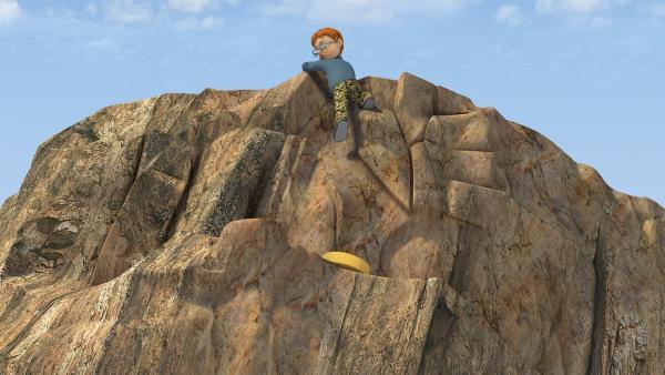 Die Käserolle liegt auf einem Felsvorsprung.   Rechte: KiKA/2014 Prism Art & Design Limited