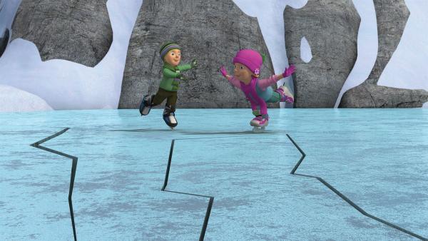 James und Sarah bemerken das brechende Eis nicht. | Rechte: KiKA/2014 Prism Art & Design Limited
