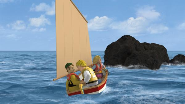 Ben und Charlie sind sich mit der Steuerung nicht einig. Sie treiben auf die Klippen zu.   Rechte: KiKA/2014 Prism Art & Design Limited