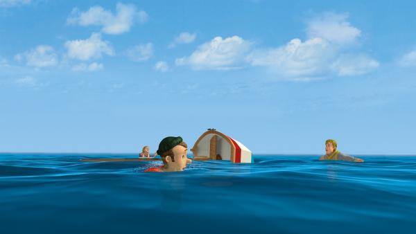 Das Boot ist umgekippt. Gwendolyn, Charlie und Ben brauchen Hilfe. | Rechte: KiKA/2014 Prism Art & Design Limited