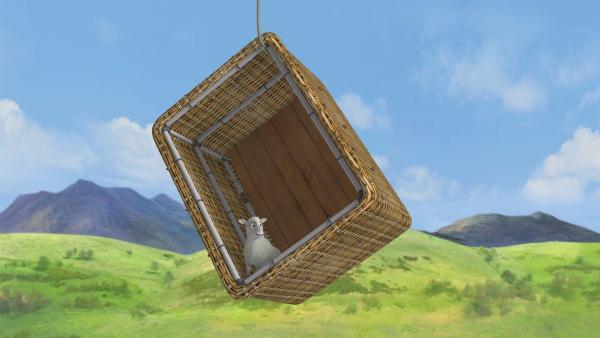 Nur noch ein Tau hält Lämmchen im Korb. | Rechte: KiKA/2014 Prism Art & Design Limited