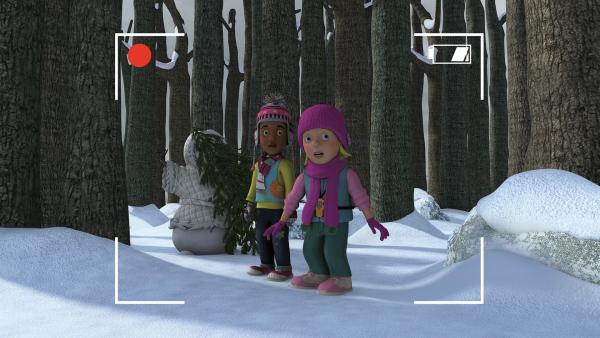 Mandy und Sarah treffen gleich auf das Frostmonster.   Rechte: KiKA/2014 Prism Art & Design Limited