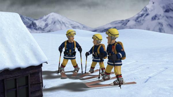 Elvis, Penny und Sam machen sich mit ihren Skiern auf die Suche nach den Kindern. | Rechte: KiKA/2014 Prism Art & Design Limited