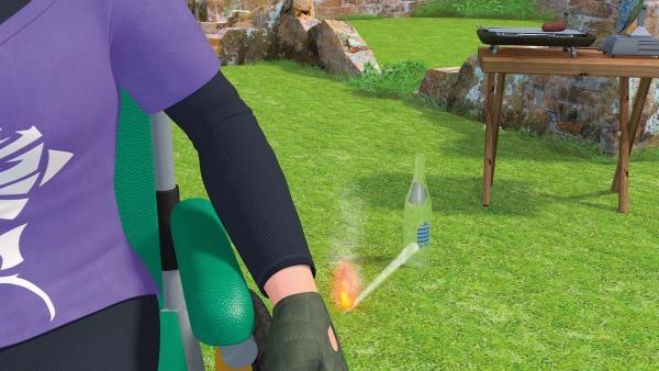 Die Glasflasche verursacht in der Sonne einen Brand.   Rechte: KiKA/2014 Prism Art & Design Limited