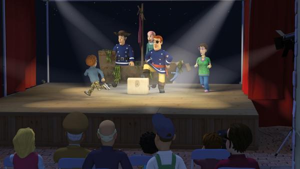 Dilys und Norman stören die Theateraufführung. | Rechte: KiKA/2014 Prism Art & Design Limited
