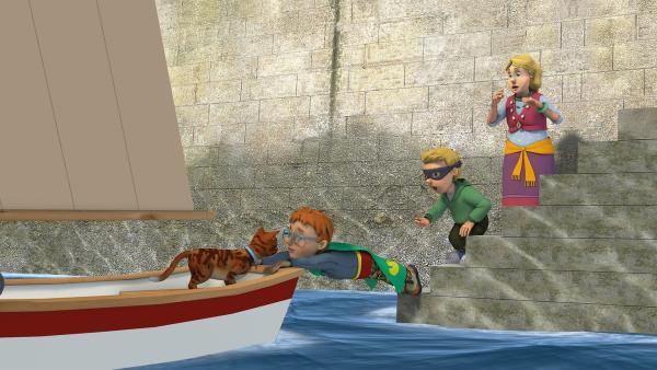 Norman Man und Atomic Boy haben ihren ersten Einsatz. Sie müssen Tiger vom Boot retten. | Rechte: KiKA/2014 Prism Art & Design Limited