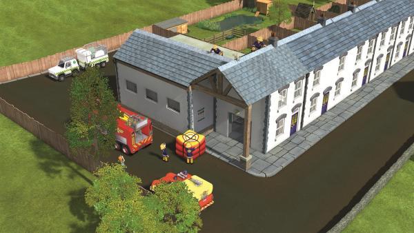 Arnold und Sam versuchen, Wollie vom Dach zu retten | Rechte: KiKA/Prism Art & Design Limited