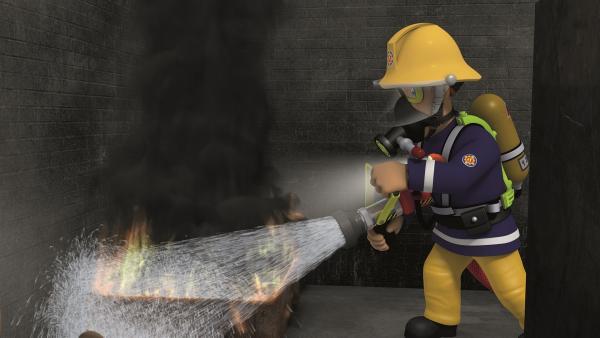 Feuerwehrmann Sam bei einem Trainingseinsatz.    Rechte: KiKA/Prism Art & Design Limited