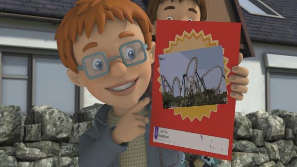 Norman freut sich auf den Klassenausflug. Er hofft auf eine Achterbahnfahrt.   Rechte: KiKA/Prism Art & Design Limited