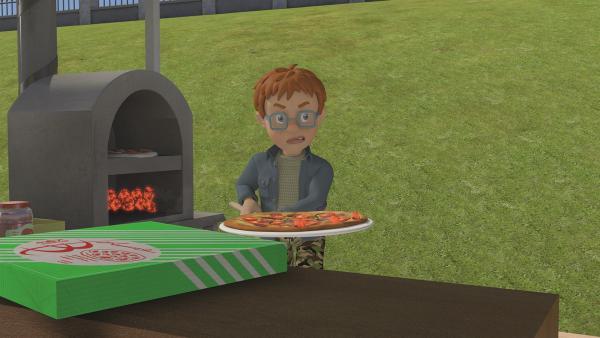 Norman hat keine Lust beim Pizzabacken zu helfen. Das hat ungeahnte Folgen für das Fußballspiel.   Rechte: KiKA/Prism Art & Design Limited