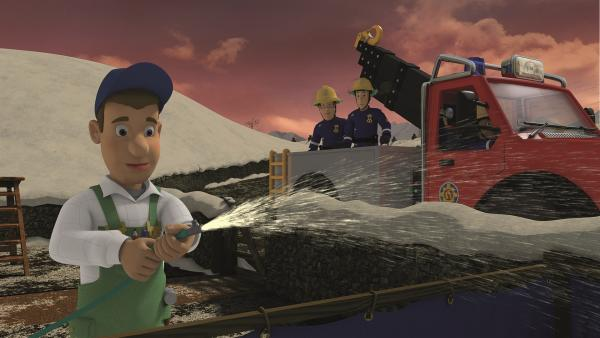 Mike Flood baut für die Kinder aus Pontypandy eine Eisbahn.  | Rechte: KiKA/Prism Art & Design Limited