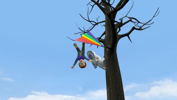 Mit seinem Drachen hat Norman sich in einem Baum verfangen und braucht dringend Hilfe.   Rechte: KiKA/Prism Art & Design Limited