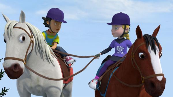 Hat Mandy wirklich schon auf einem Pferd gesessen? Hannah ist sich da nicht so sicher.   Rechte: KiKA/Prism Art & Design Limited