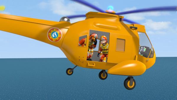 Sam und sein Team machen sich sofort mit dem Hubschrauber auf den Weg, um die Kinder zu retten.   Rechte: KiKA/Prism Art & Design Limited