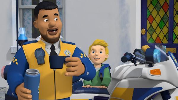 James will Polizist Malcolm als Hilfspolizist unterstützen. Wird James den kniffligen Fall vor Malcolm lösen? | Rechte: KiKA/Prism Art & Design Limited