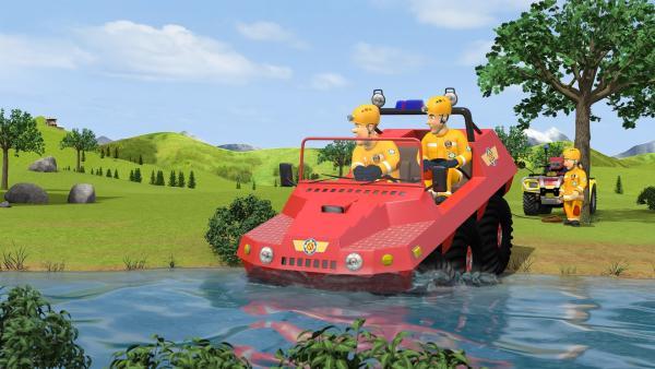 Sam und Elvis fahren mit Hydrus zu einem Wasser-Rettungseinsatz, um Trevor und Moose zu retten.   Rechte: KiKA/Prism Art & Design Limited