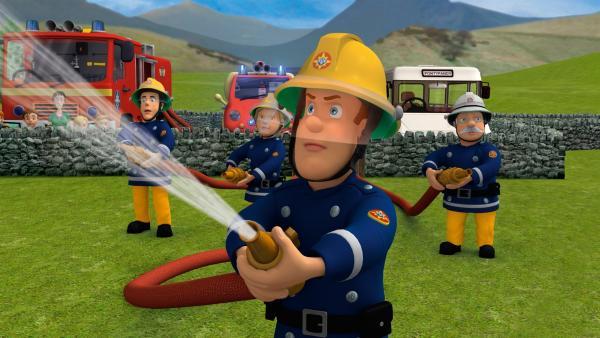 Der Waldbrand breitet sich rasend schnell aus und alle Mann sind im Einsatz | Rechte: KI.KA/HIT Entertainment