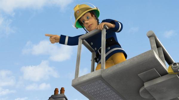 Feuerwehrmann Sam rettet Gwendolyns Kater vom Hausdach. | Rechte: KiKA/HIT Entertainment