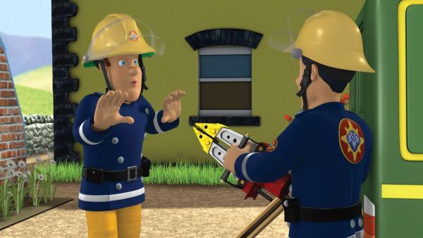 Elvis möchte unbedingt die Rettungsschere ausprobieren. Sam hält das für keine gute Idee.   Rechte: KiKA/HIT Entertainment