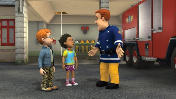 Mandy und Norman laden Feuerwehrmann Sam zu einem Feuerwerksshow ein. | Rechte: KiKA/HIT Entertainment