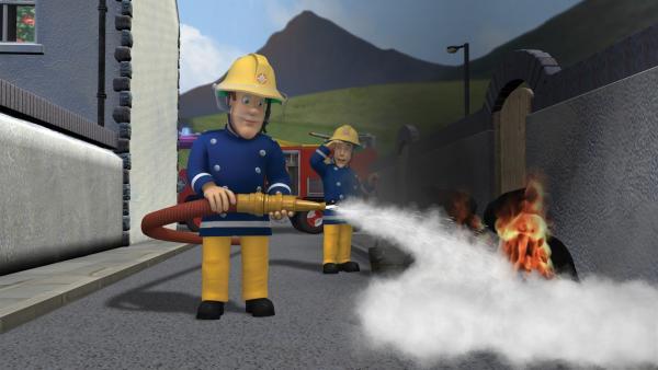 Sam löscht ein Feuer, das sich von alleine entzündet hat. | Rechte: KiKA/HIT Entertainment