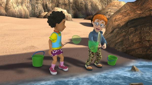 Mandy und Norman sind am Strand unterwegs um Tiere zu sammeln. | Rechte: KiKA/HIT Entertainment
