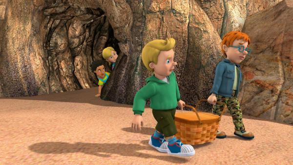 Norman und James spielen Pirat und stehlen den Proviantkorb.   Rechte: KiKA/HIT Entertainment