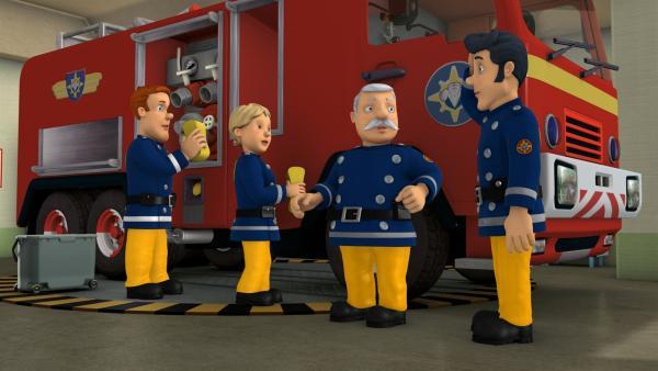 Elvis soll ein Lied in einer Fernsehshow singen. Als ihm klar wird, dass er dann nicht mehr Feuerwehrmann sein kann, gerät er ins Grübeln.   Rechte: KiKA/HIT Entertainment