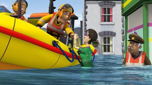 Eine besonders starke Flut überrascht die Bewohner von Pontypandy, und Feuerwehrmann Sam hat mit seinen Kollegen alle Hände voll zu tun. | Rechte: KiKA/HIT Entertainment