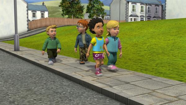 Alle Kinder sind gespannt auf den Tag der offenen Tür in der Feuerwache. | Rechte: KiKA/HIT Entertainment