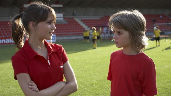 Catrina (Cosima Henman) und Moritz (Henry Horn) hatten einen handfesten Streit, was man am nächsten Tag noch sieht. | Rechte: ZDF/UFA Cinema/Guido Engels