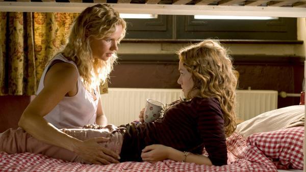 Sybille (Veronica Ferres) mit ihrer Tochter Sprotte (Michelle von Treuberg) | Rechte: ZDF/Rolf von der Heydt