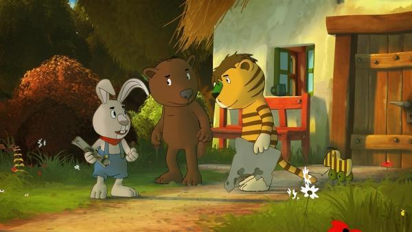 Tiger und Bär finden eine Schatzkarte und beschließen nach dem Schatz zu suchen. Ihnen schließt sich der Hase Jochen Gummibär an.   Rechte: NDR/Janosch-Filme/Papa Löwe Filmproduktion/Virgin Lands Animated P.