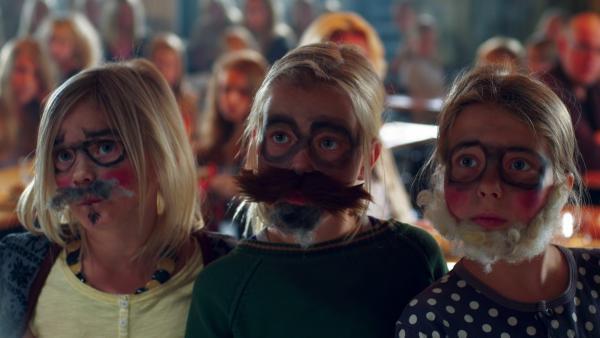 Tiina (Aura Mikkonen), Hanna (Emilia Paasonen) und Ella (Freja Teijonsalo, 3 v.li.) versuchen mit allen Mitteln, ihr Ziel zu erreichen.    | Rechte: KiKA/Snapper Films