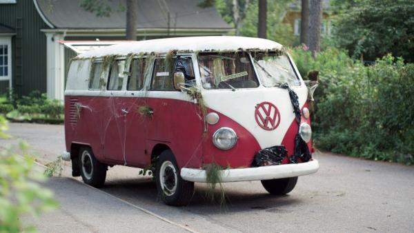 Mit dem alten Bus wollen Ella und ihre Freunde ins Rennen gehen. | Rechte: KiKA/Snapper Films