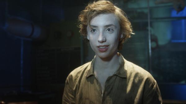 Geisterjunge Bobby (Nils Verkooijen) benötigt dringend Hilfe. | Rechte: KiKA/Lagestee Film BV
