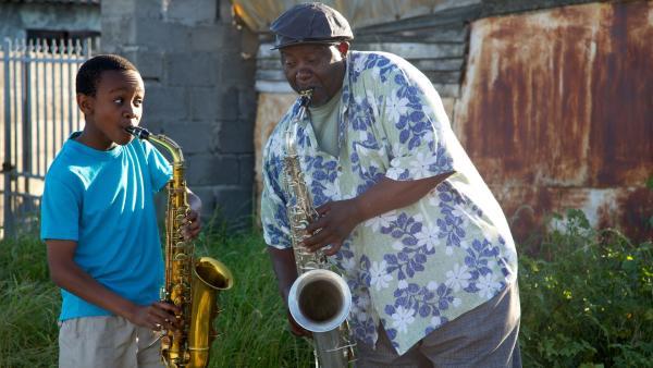 Felix (Hlayani Jr. Mabasa) und Bra Joe (Thapelo Mofokeng) | Rechte: hr/Uwe Jansch
