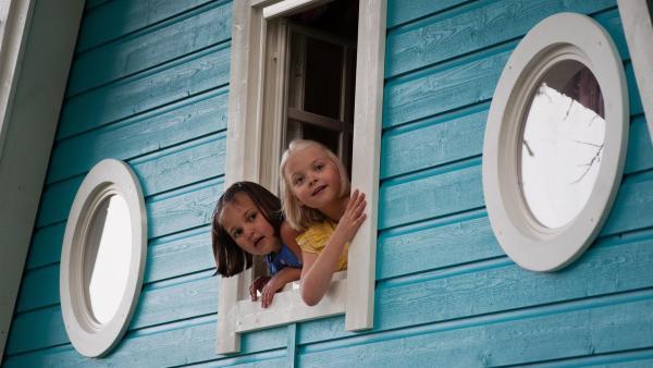 Onneli (Aava Merikanto, li.) und Anneli (Lilja Lehto) entdecken ihr neues Zuhause. | Rechte: MDR/Jolle Omnismaa