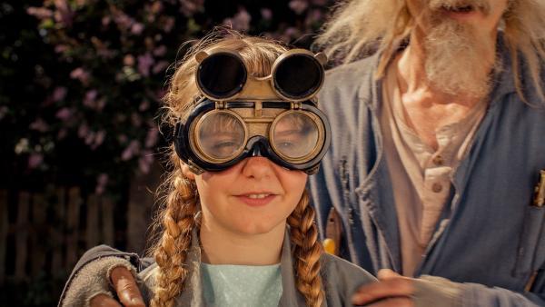 Lise (Emily Glaister) ist sicher, dass das Pupspulver eine tolle Sache für die NASA wäre und dass Doktor Proktor dafür den Nobelpreis verdient hat. | Rechte: Senator Film Verleih