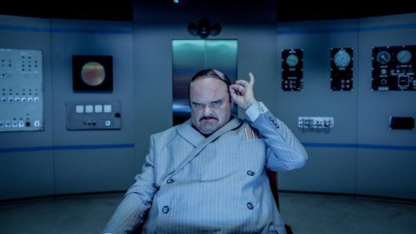 Doktor Proktor hat einen mächtigen Gegner: Den skrupellosen Erfinder Thrane (Atle Antonsen). | Rechte: Senator Film Verleih