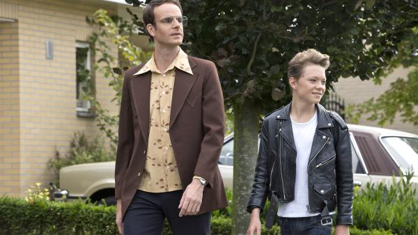Rik (Thor Braun) macht aus seinem Vater (Henry van Loon) kurzerhand einen Mafiaboss.   Rechte: NDR/Shooting Star Filmcompany/Hazazah Pictures