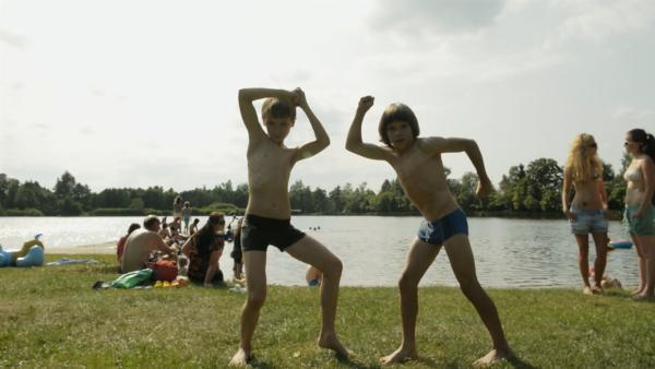Thomas und Harris haben jede Menge Spaß beim Filmen. | Rechte: SWR/Bio Illusion