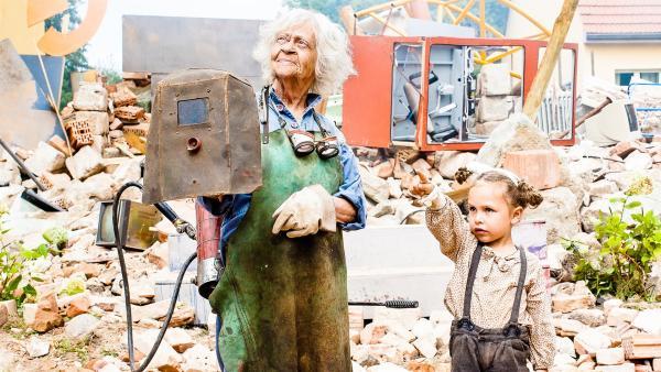 Oma Frieda (Vera Kluth) und Rieke (Nora Börner) | Rechte: NDR/Veit Helmer-Filmproduktion/Theo Lustig