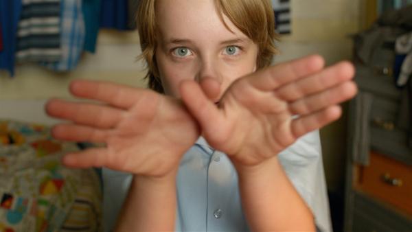 Dylan (Ed Oxenbould) demonstriert den Flug. | Rechte: MDR/Arenamedia Melbourne