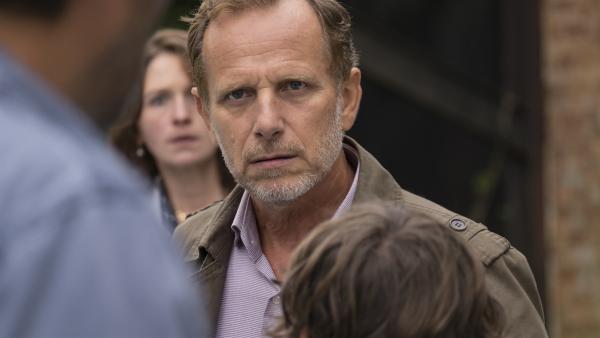 Maries Vater (Charles Berling) ist sauer, weil Marie weggelaufen ist.   Rechte: MDR/Ajoz Films/Gaumont/France 2 Cinema/Les Magnifiques/Nexus Factory