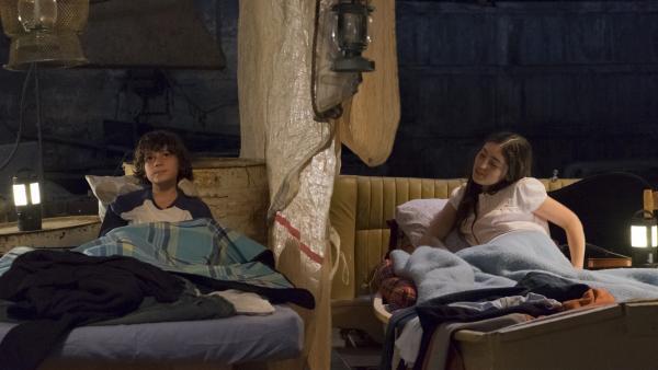 Marie (Alix Vaillot) und Victor (Jean-Stan Du Pac) verstecken sich in der Garage des Vaters. Die beiden sind abgehauen.   Rechte: MDR/Ajoz Films/Gaumont/France 2 Cinema/Les Magnifiques/Nexus Factory