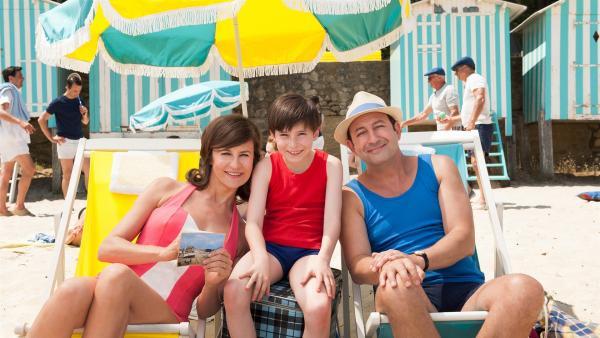 Der kleine Nick (Mathéo Boisselier) und seine Eltern (Valérie Lemercier, Kad Merad) | Rechte: WDR/Wild Bunch