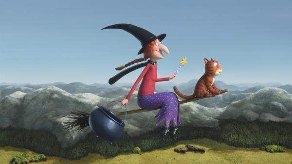 Eine Hexe will eine Reise machen, dazu braucht sie eine Katze und einen Besen und ihre sieben Sachen. | Rechte: ZDF/Orange Eyes Ltd